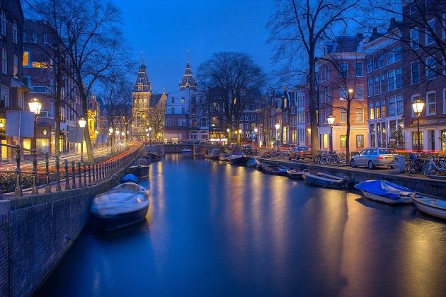 Grachten durchziehen Amsterdam