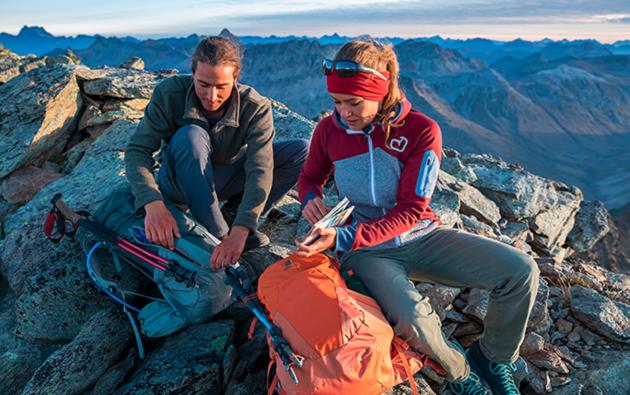 outdoor kleidung berg mann frau